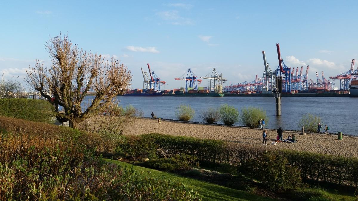 Hamburg liegt an derElbe